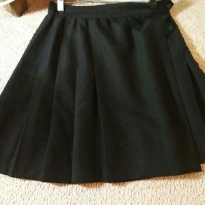 """Casual Corner"" Pleated Black Min-Skirt"